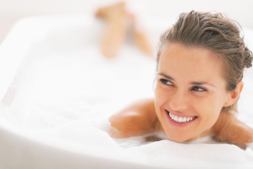 Esfoliar a pele: benefícios da esponja de banho