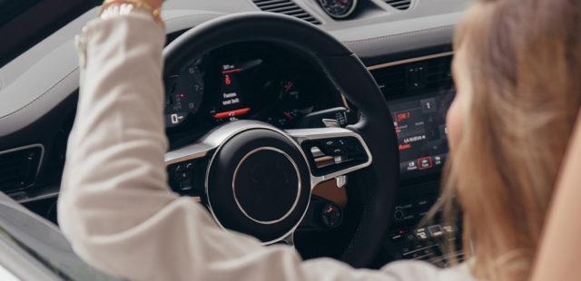 3 coisas que não devem faltar no seu carro: ambientador, mãos livres e música
