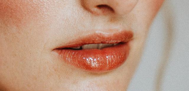 Como esfoliar os lábios corretamente
