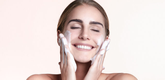 Quelle amie êtes-vous, selon votre routine soin du visage ?